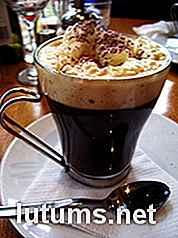 Der Herbst Und Feiertage Sind Beste Zeit Um Einen Kaffee Zu Trinken Das Wetter Wird Kühler In Luft Liegt Ein Spannender Geist